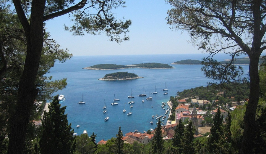 Best things to do in Hvar, Croatia by Luxe Beach Baby