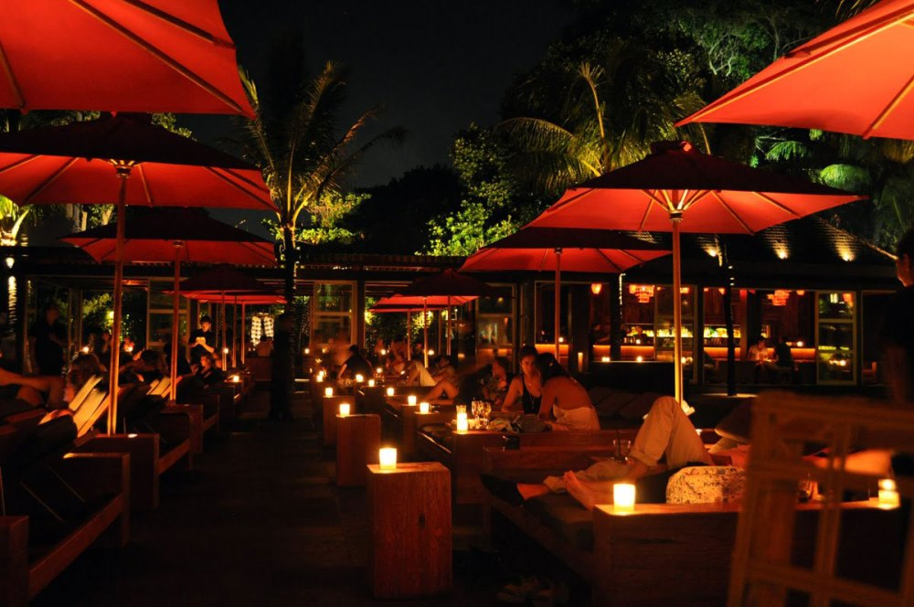 Candlelit dinner at KU DE TA beach club in Seminyak, Bali