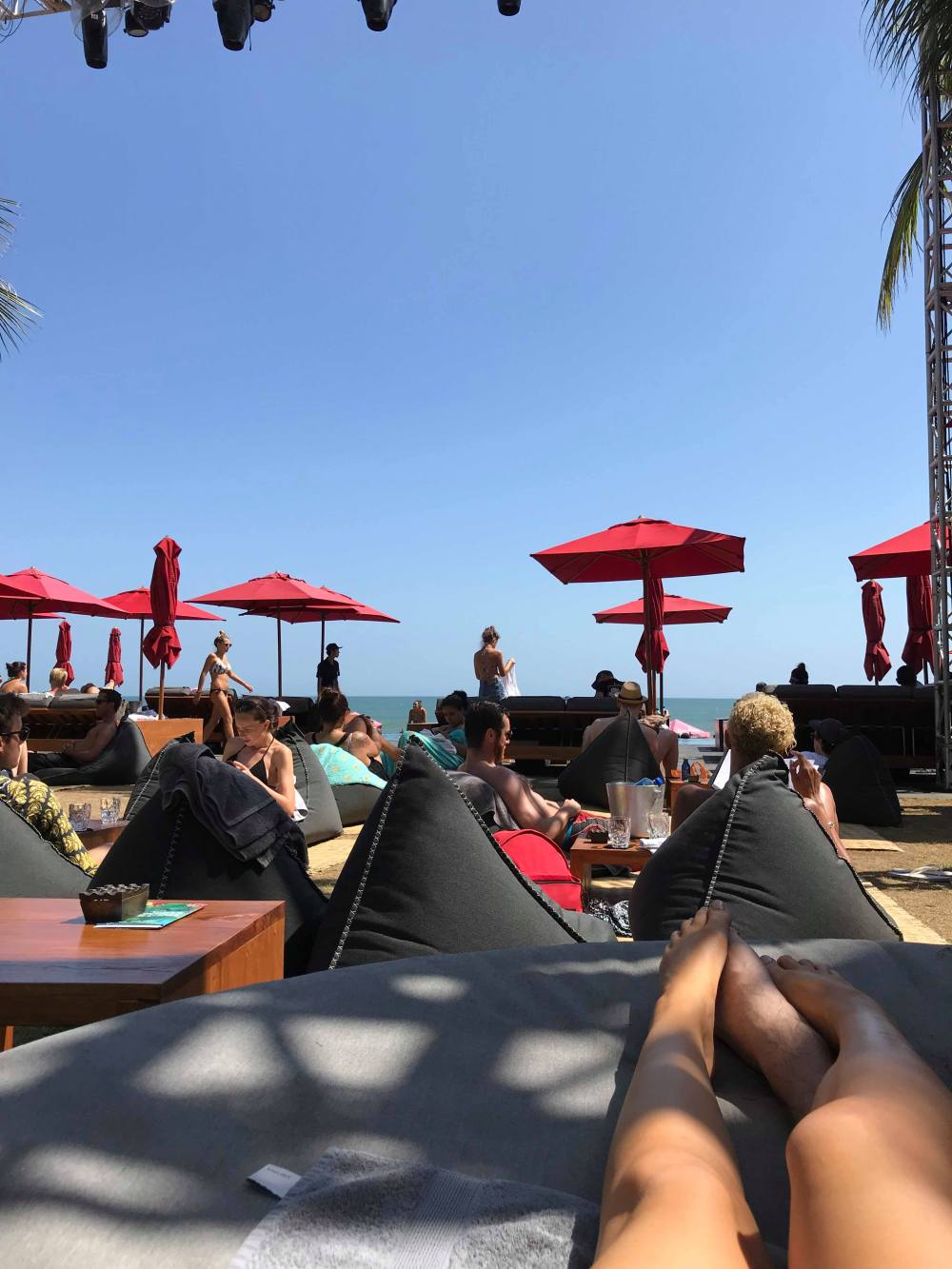 KU DE TA beach club sunloungers
